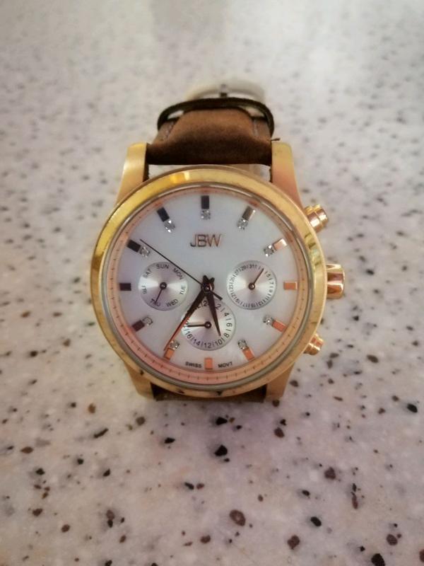 Продам швейцарские часы 3 сдам часа квартиру