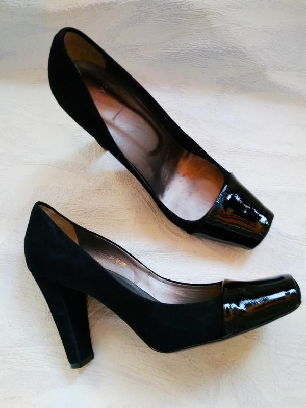 Laceys london шикарные модельные  туфли замшевые с лаковым нос...