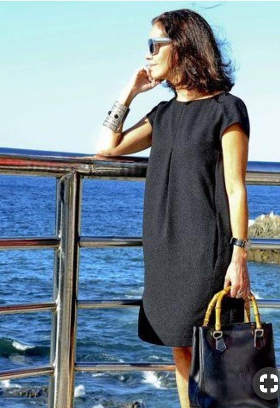 Шикарное,  супер стильное свободное,  чёрное маленькое платье ...
