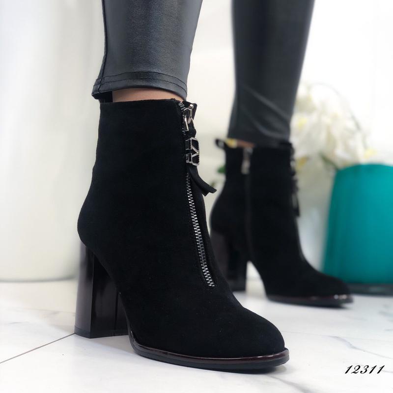 Ботильоны женские замшевые на каблуке черные - Фото 2