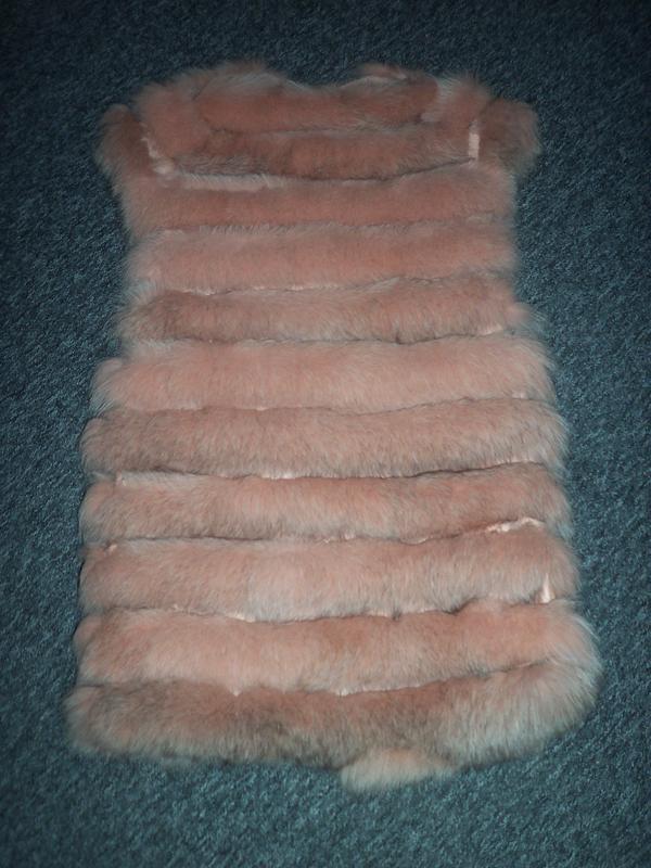 Меховая жилетка из песца цвет пудра-персик - Фото 2