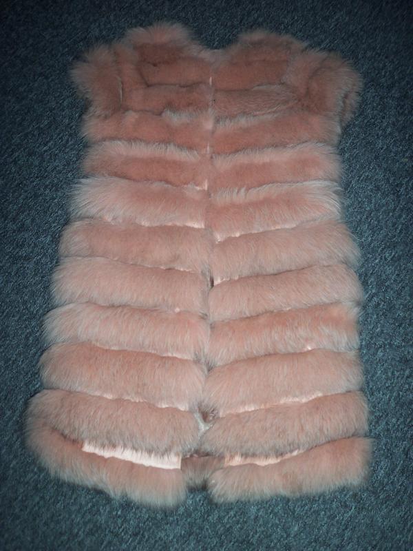 Меховая жилетка из песца цвет пудра-персик - Фото 3