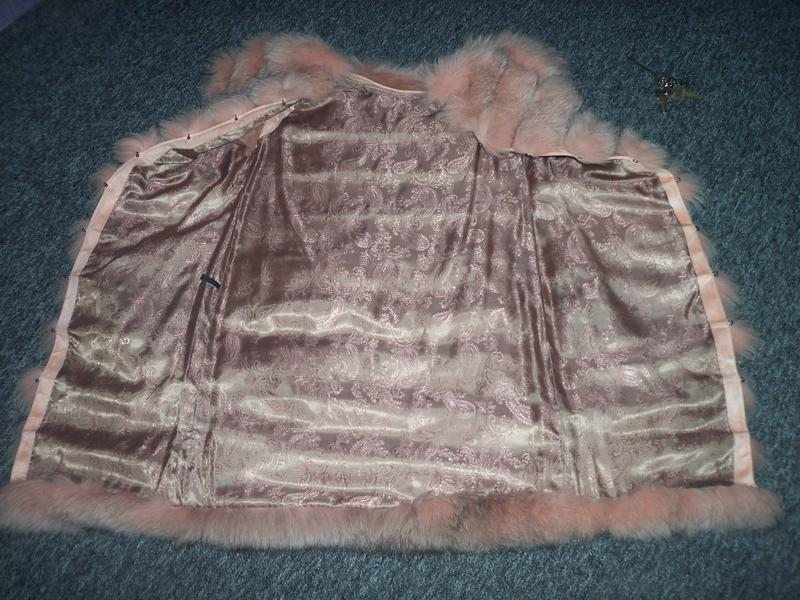 Меховая жилетка из песца цвет пудра-персик - Фото 4