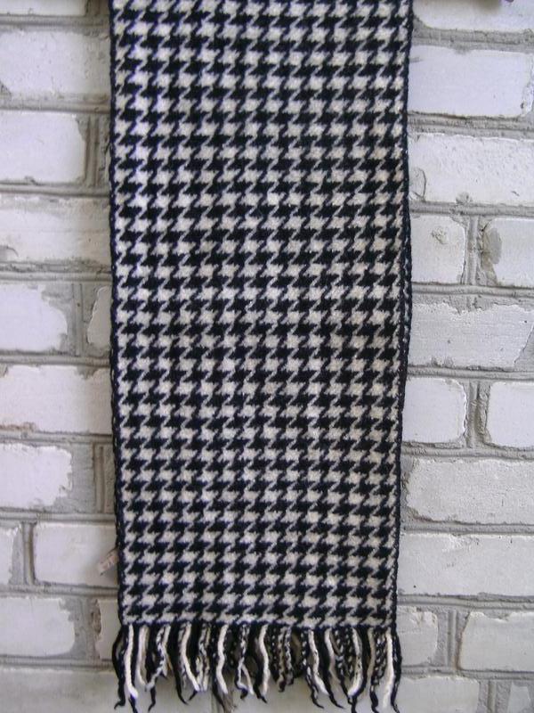 Толстый шерстяной шарф.