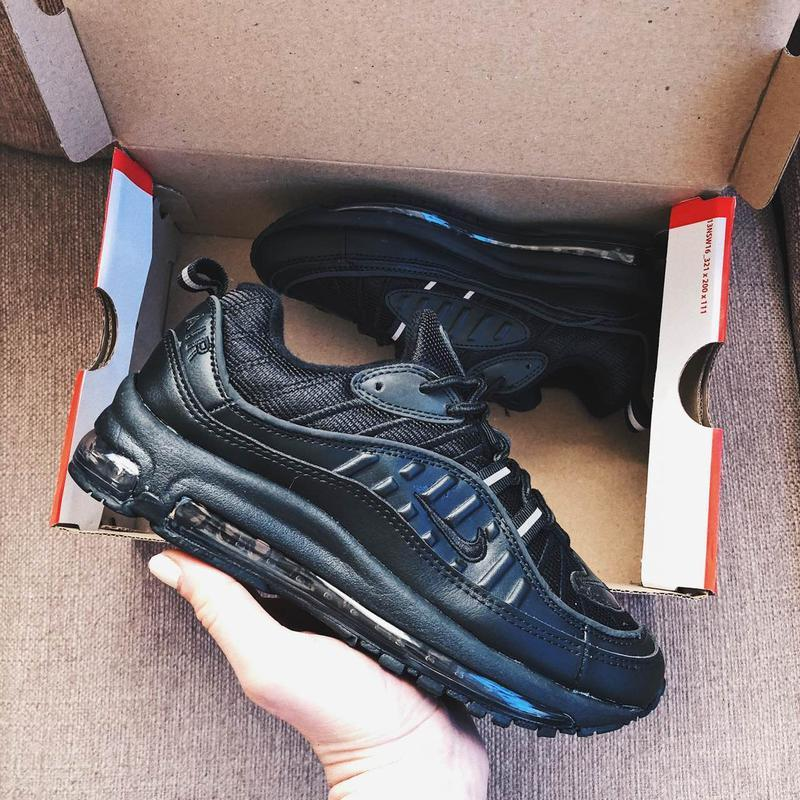 Женские кроссовки  черные