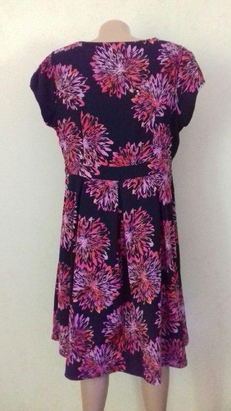 Красивое платье с принтом большого размера simply be - Фото 3