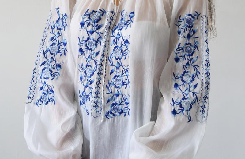 Блузка с вышивкой - Фото 3