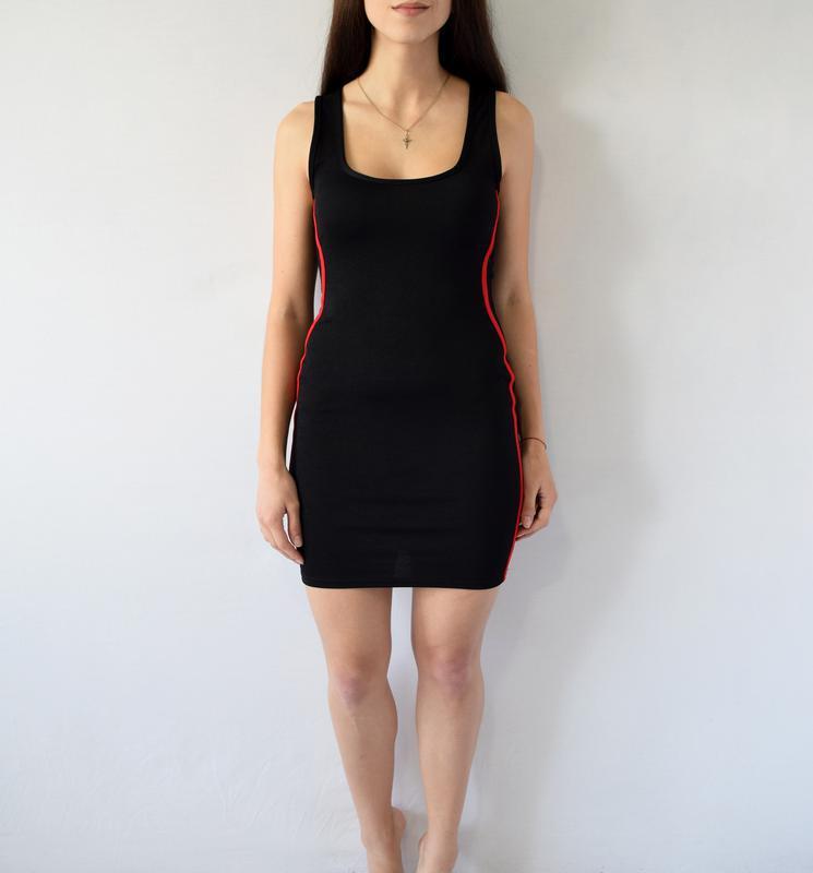 Платье с полосками по-бокам