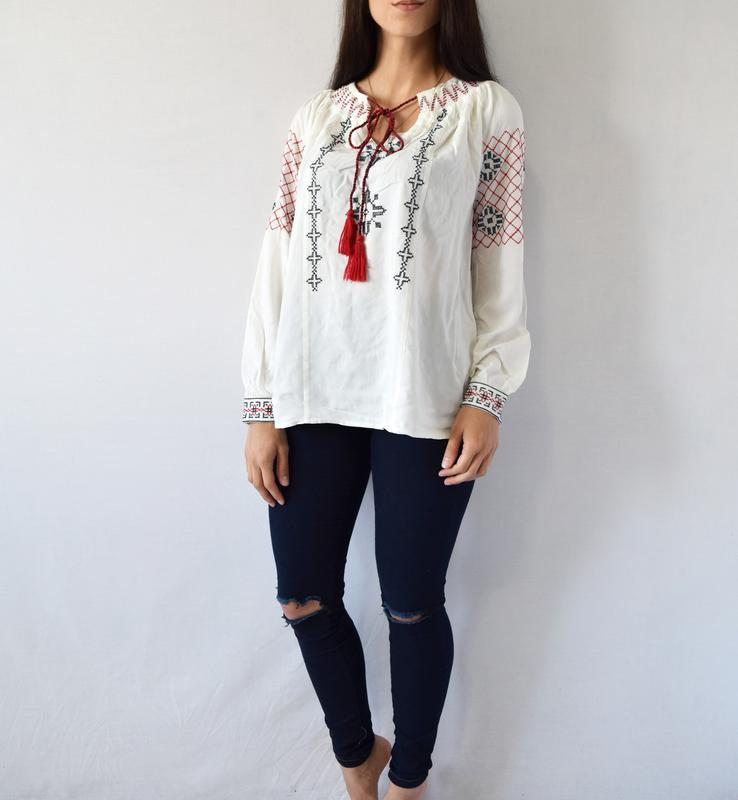 Блузка с вышивкой tu - Фото 2