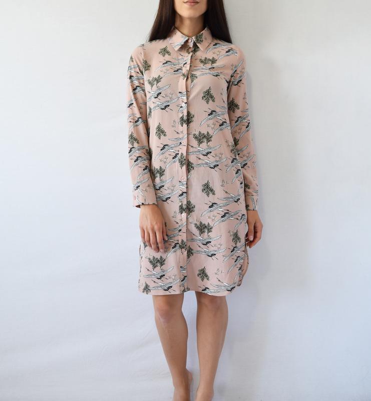 Платье-рубашка с аистами atm