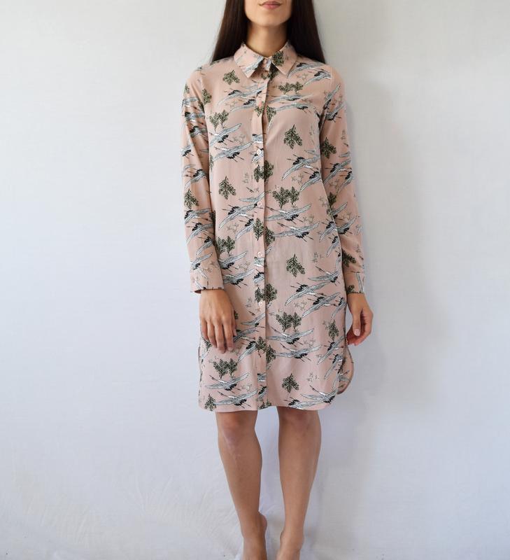 Платье-рубашка с аистами atm - Фото 2