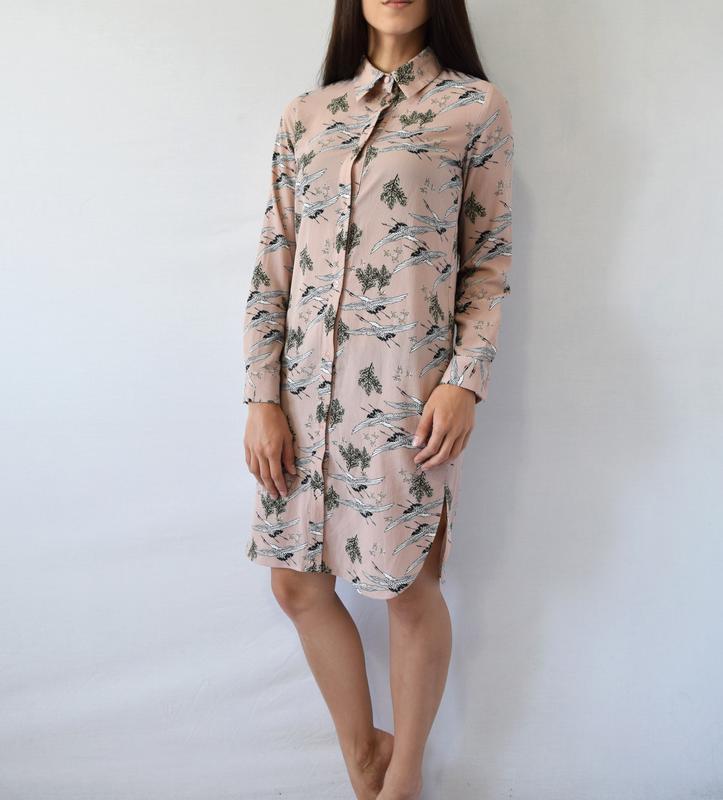 Платье-рубашка с аистами atm - Фото 4