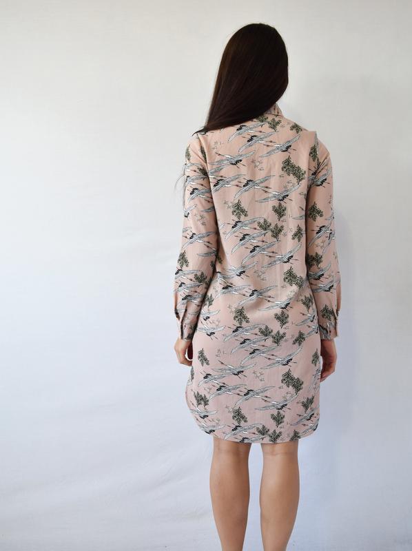 Платье-рубашка с аистами atm - Фото 5