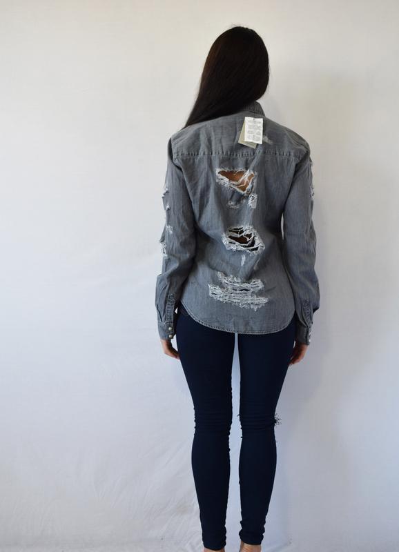 Джинсовая рубашка с рваностями (новая, с биркой) denim co - Фото 3