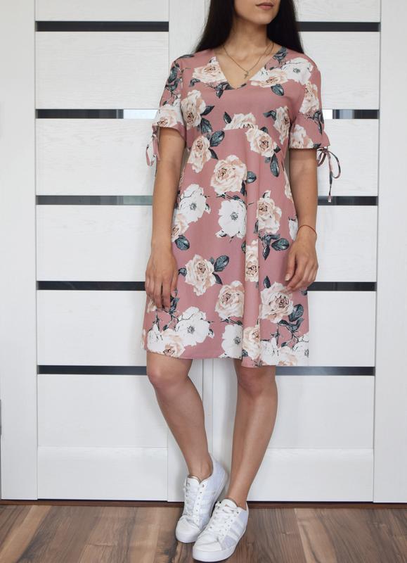 Платье в цветы с шнуровкой на спинке atm