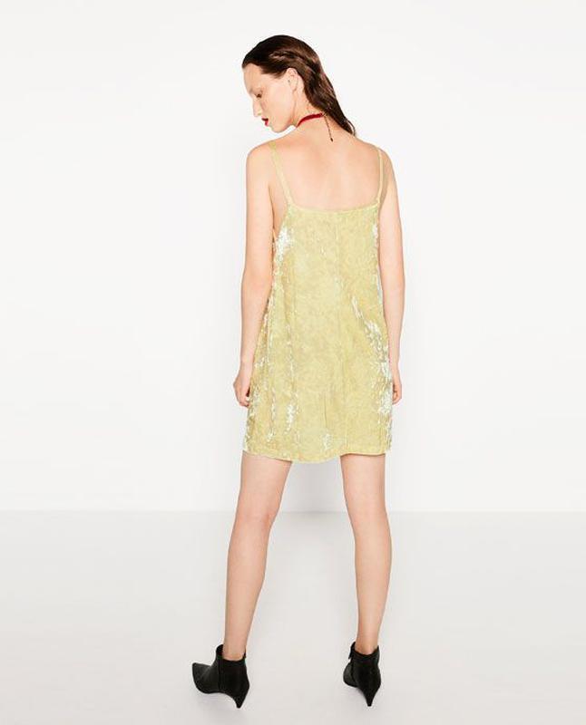 Платье бархатное лаймового цвета в бельевом стиле zara размер m/l - Фото 4