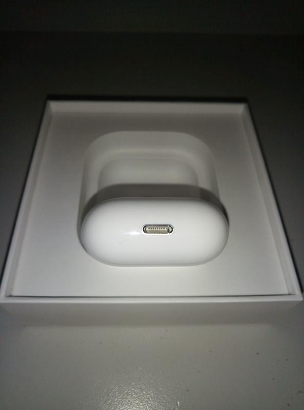 AirPods 2 with wireless charging case - Фото 4