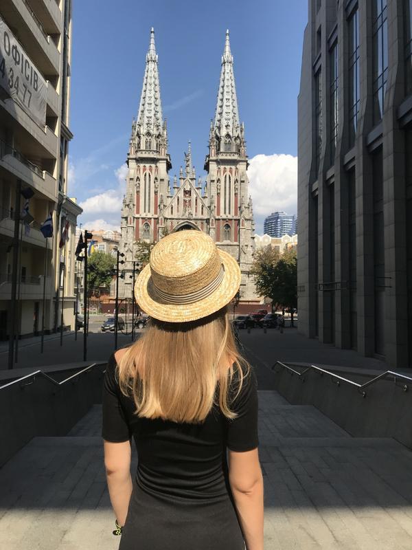 Соломянная шляпка канотье с полосатой лентой - Фото 2