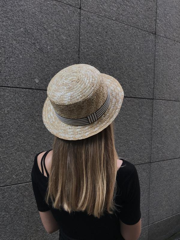 Соломянная шляпка канотье с полосатой лентой - Фото 3