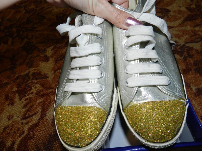 ✅кеды кожзам с золотыми носочками , местами на подошве есть сл...