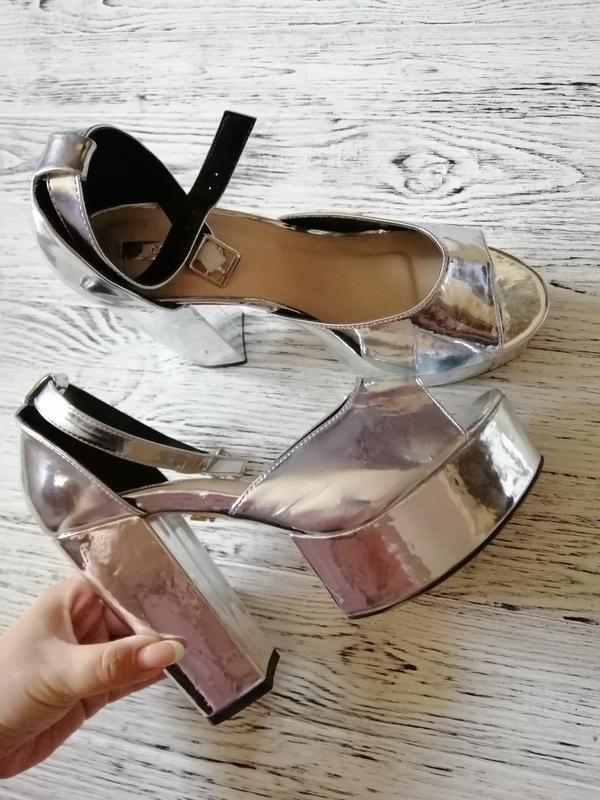 Босоножки на каблуке и платформе lost ink - Фото 2
