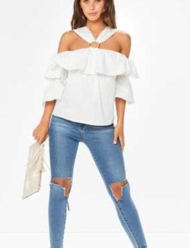 Необычная белая блуза с воланами и рукавами клеш misspap