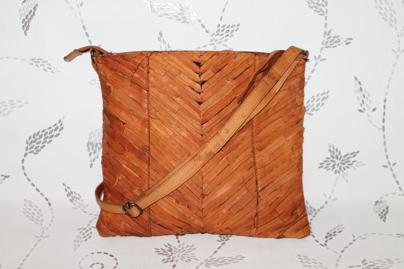 Красивая кожаная сумка планшетка/кроссбоди pieces