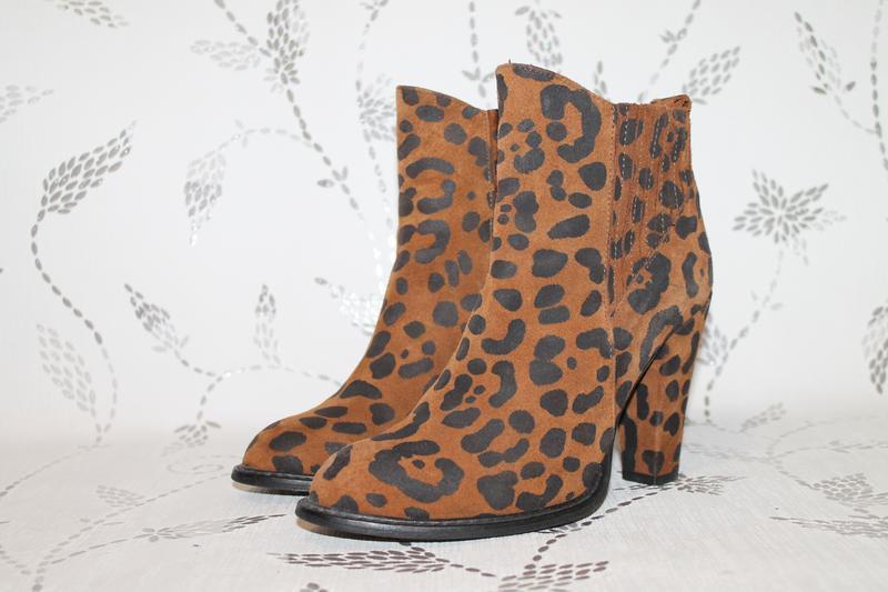 Стильные кожаные ботинки в анималистичный принт zara 38 размер...