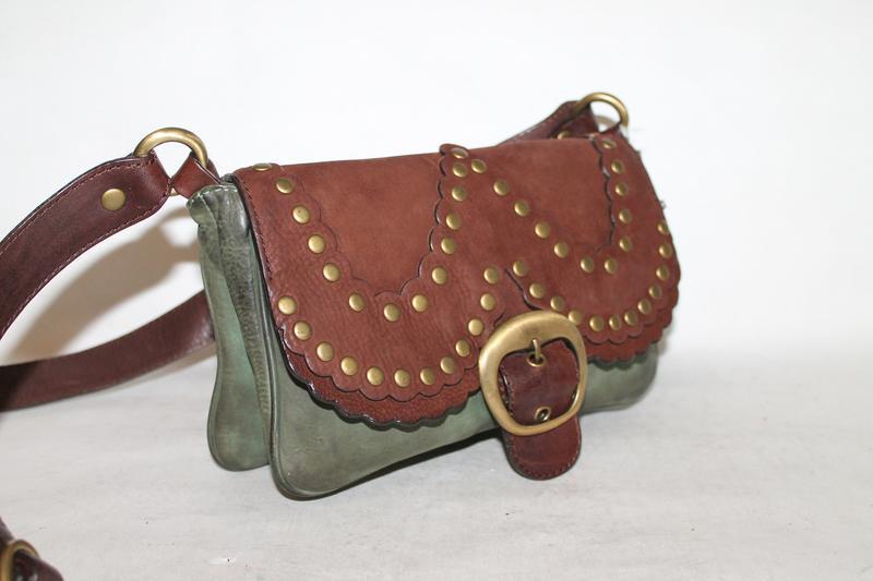 Стильная кожаная сумка кроссбоди moschino