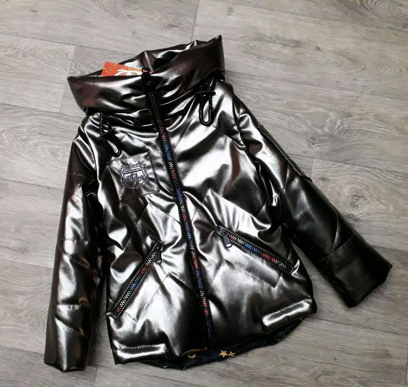 Стильная демисезонная куртка-жилет из экокожи