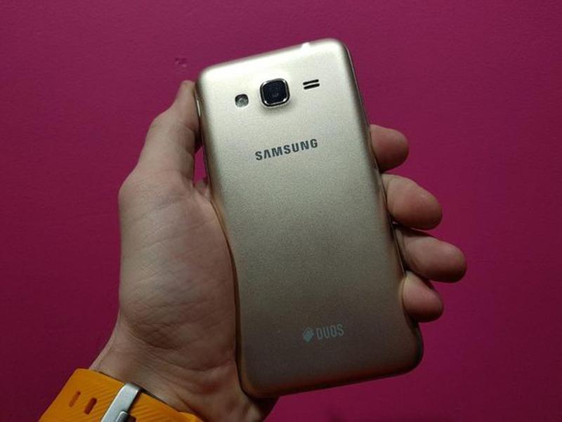 Samsung Galaxy J3 (2016) (J320) Gold - Фото 6