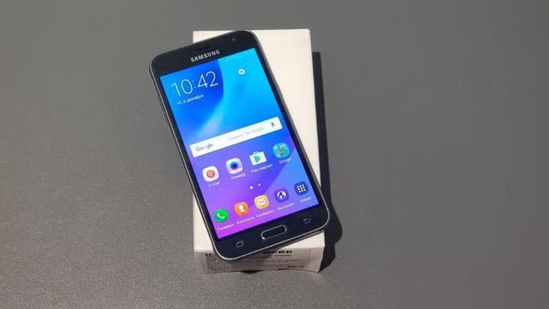 Samsung Galaxy J3 (2016) (J320) Black - Фото 2