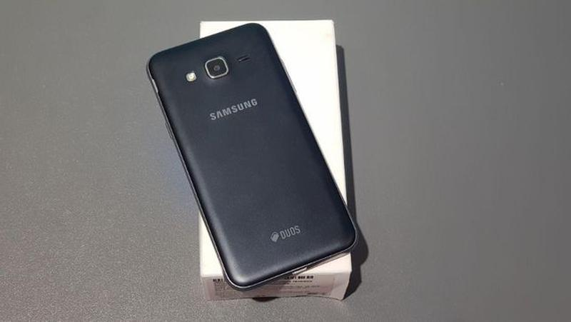 Samsung Galaxy J3 (2016) (J320) Black - Фото 3