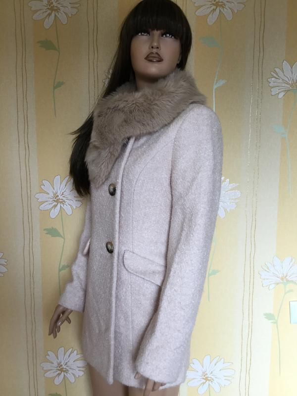 Пальто деми букле пудрового цвета с меховым воротником f&f 12 ... - Фото 2