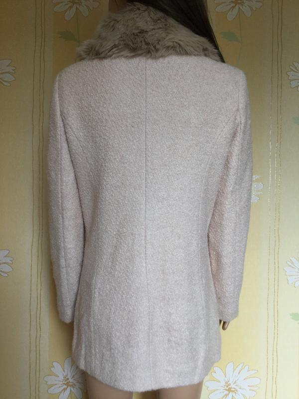 Пальто деми букле пудрового цвета с меховым воротником f&f 12 ... - Фото 3