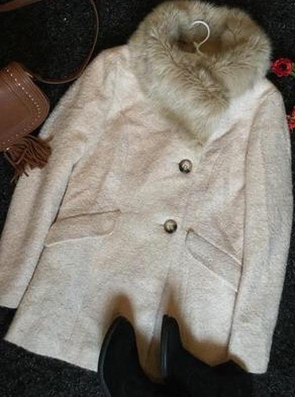 Пальто деми букле пудрового цвета с меховым воротником f&f 12 ... - Фото 5