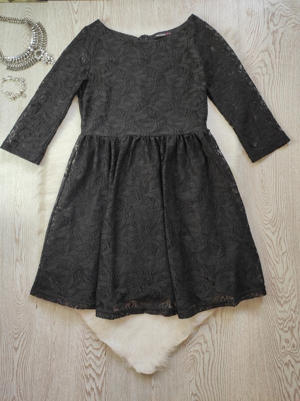 Черное короткое нарядное ажурное платье с длинными рукавами ги...