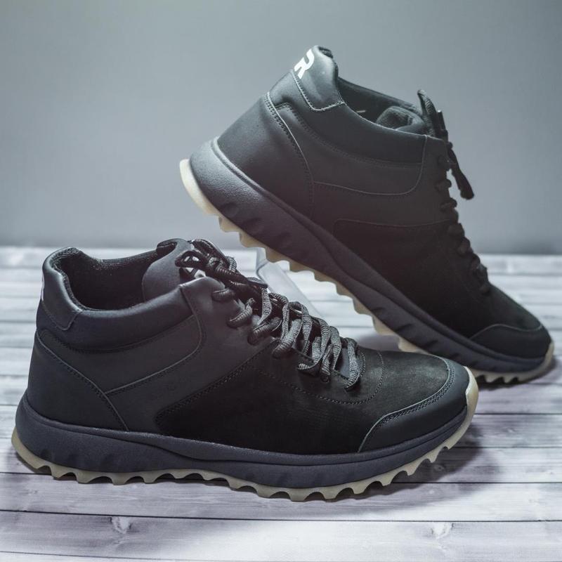 Качественные зимние кроссовки из натуральной кожи