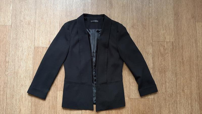 Пиджак чёрный стильный