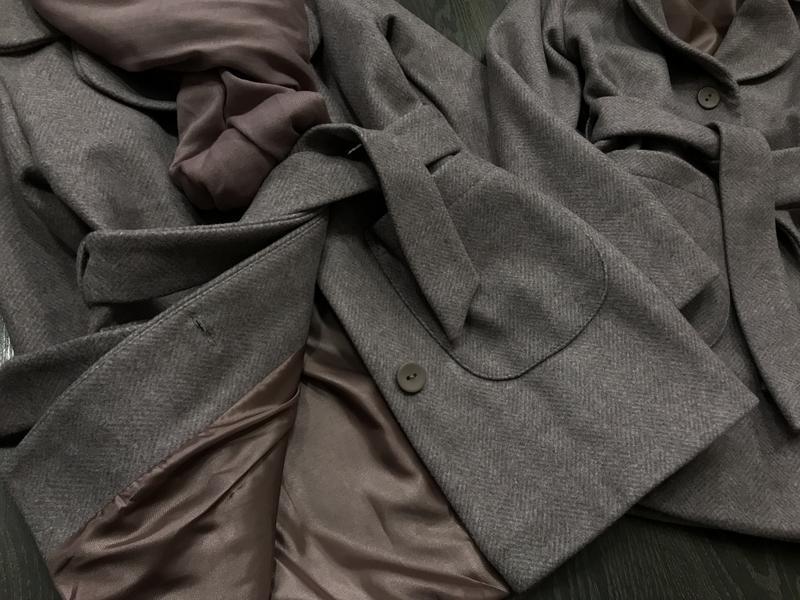 Стильное пальто с шарфом - Фото 2