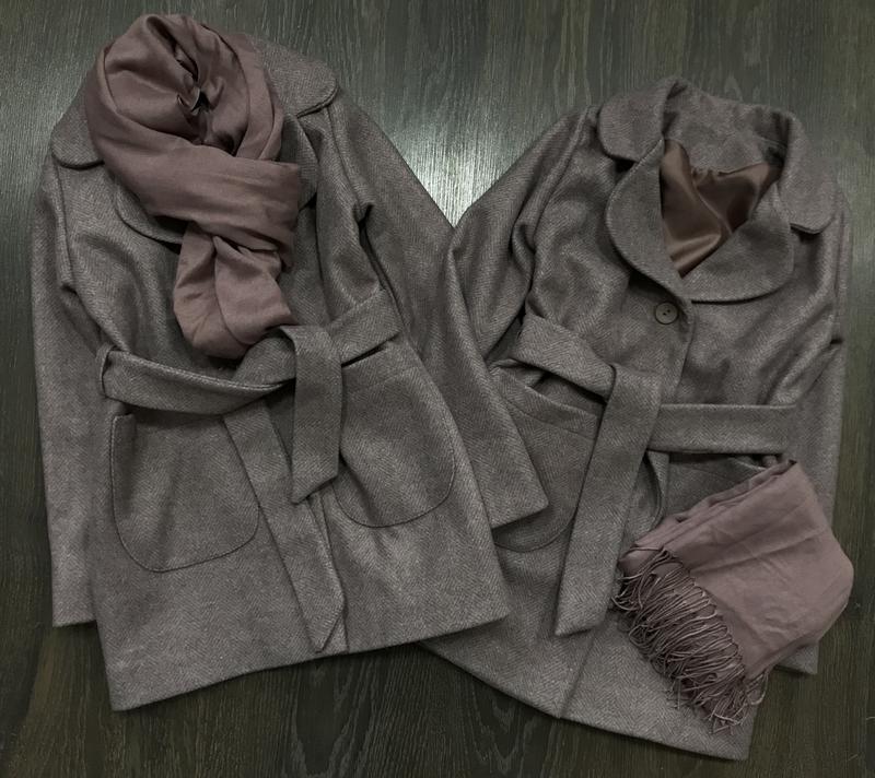 Стильное пальто с шарфом - Фото 3