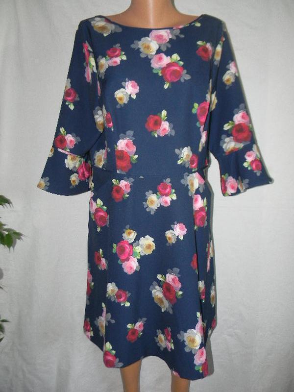 Красивое платье с цветочным принтом mileene klass