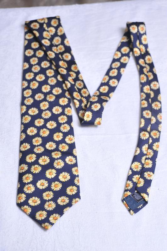 Ромашковый галстук от marks & spencer - Фото 2
