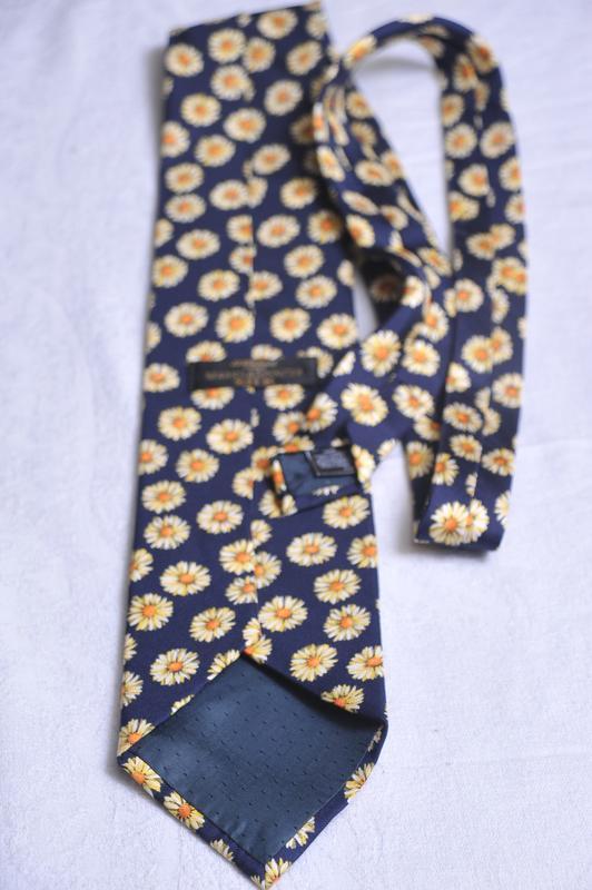 Ромашковый галстук от marks & spencer - Фото 3