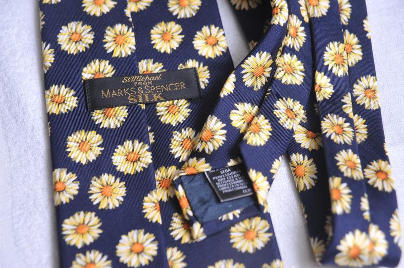 Ромашковый галстук от marks & spencer - Фото 4