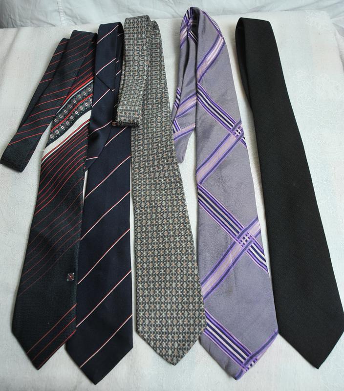 Комплект из 5  галстуков.!!!расродпжа дешево!!!