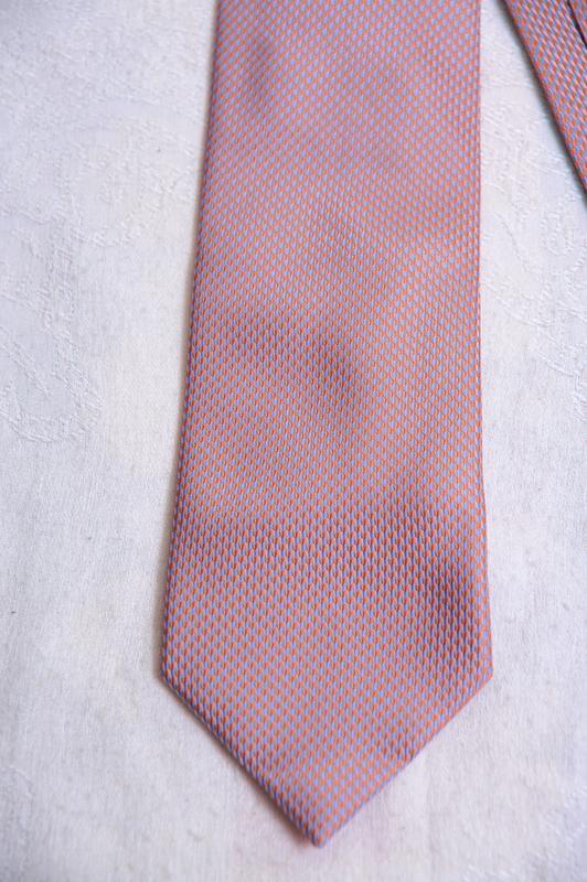 Стильный  фактурный галстук с отливами george