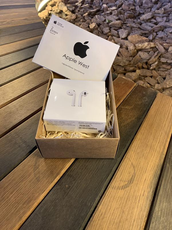 Apple AirPods with Wireless Charging Case (MRXJ2) 2019