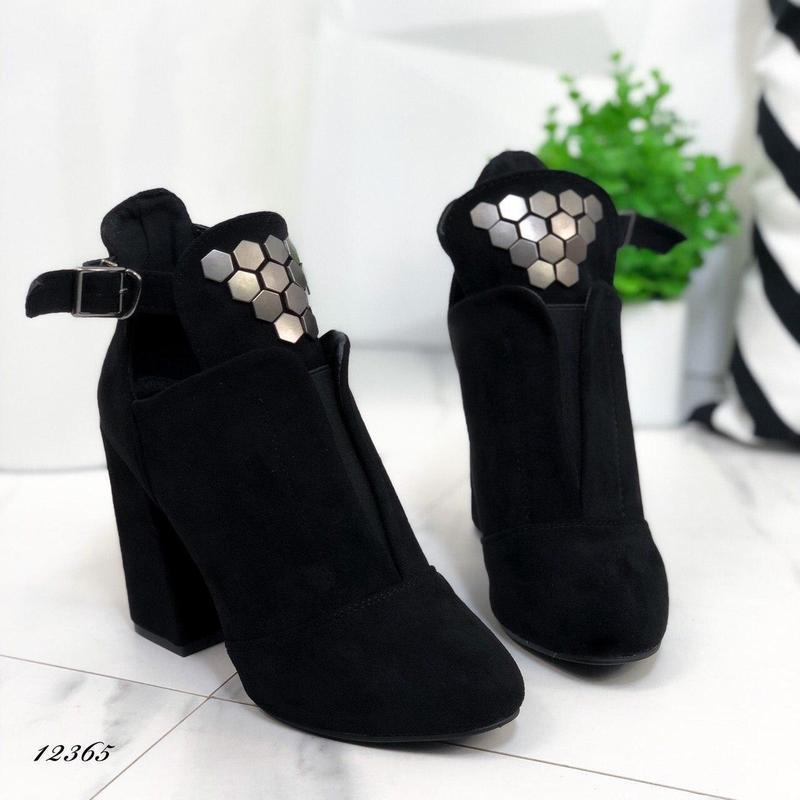 Ботильоны женские замшевые черные на каблуке - Фото 3
