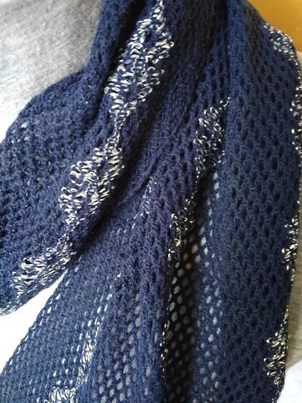 Мягкий ажурный вязаный шарфик шарф синий с серебрянной нить - Фото 3